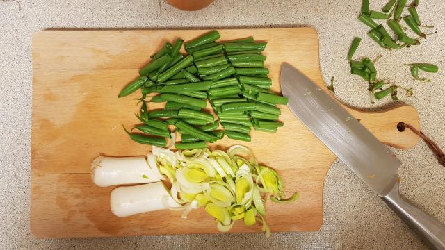 AH verspakket Surinamse Roti groenten snijden prei sperzibonen