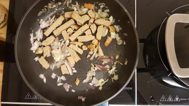 https://desnellehap.nl/wp-content/uploads/2019/02/Jumbo-verspakket-thaise-rode-curry-vlees-en-uien-bakken.jpg