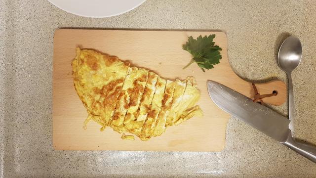 ah verspakket indonesische nasi goring omelet snijden