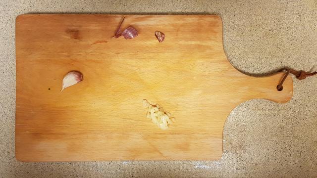 kruidige couscous verspakket lidl knoflook hakken