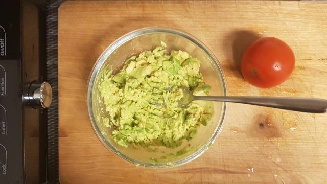 AH verspakket voor mexicaanse guacamole avocados prakken