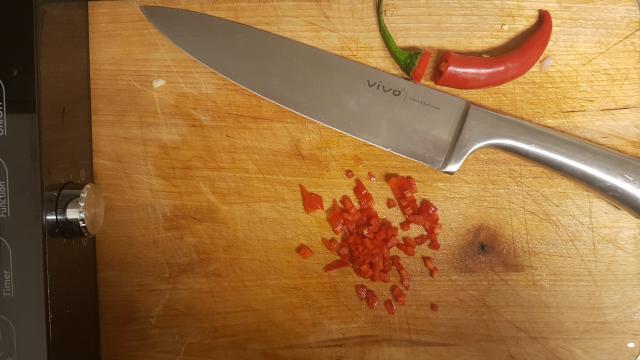 AH verspakket voor mexicaanse guacamole peper snijden