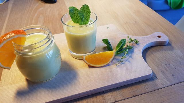eenvoudig Sinaasappel appel smoothie