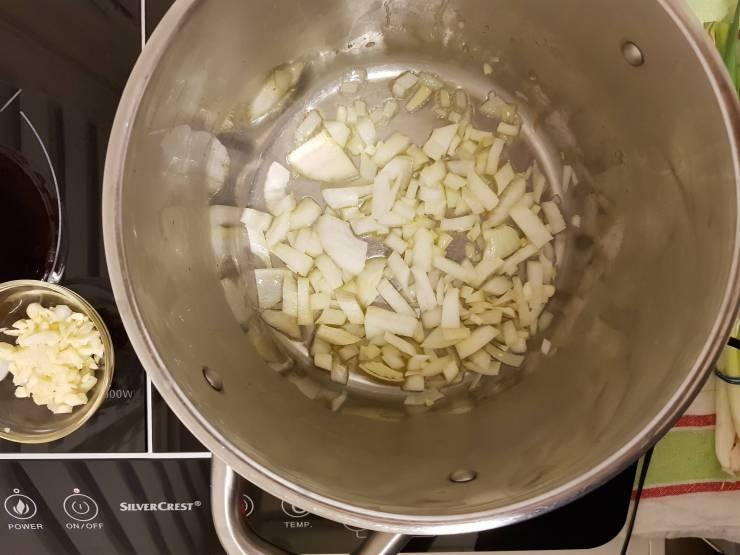 Tomatensoep met paprika Jumbo verspakket uien aanfruiten