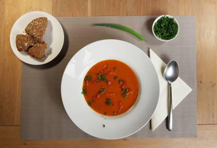 Tomatensoep met paprika Jumbo verspakket garneren