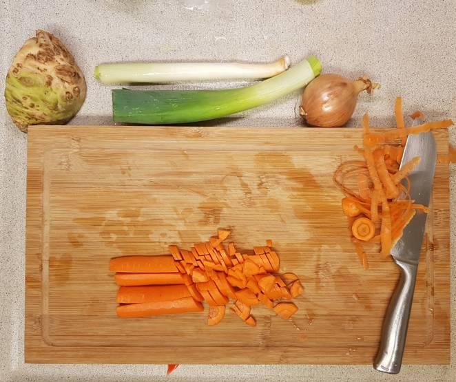 Hoogvliet erwtensoep pakket wortel snijden