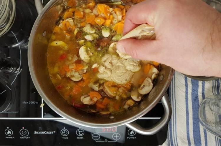 Tom Kha Kai jumbo koken en saus