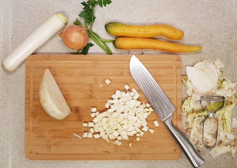Lidl verspakket bruine bonensoep selderij snijden