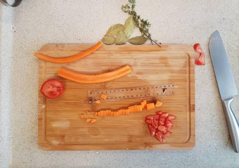 Uiensoep met wortel verspakket plus wortel tomaat snijden