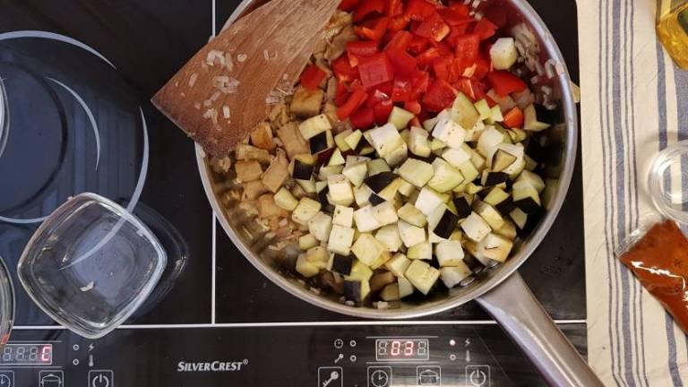 Tandoori wrap met avocado van plus verspakket aubergine paprika bakken