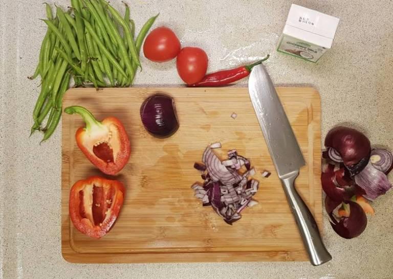 Curry madras PLUS verspakket uien snijden
