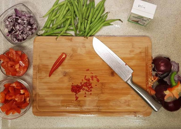 Curry madras PLUS verspakket peper hakken