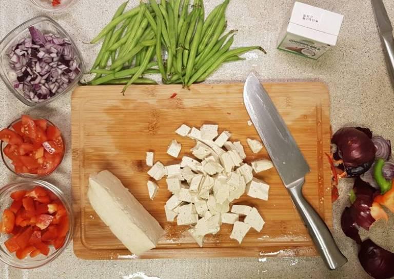 Curry madras PLUS verspakket kip snijden