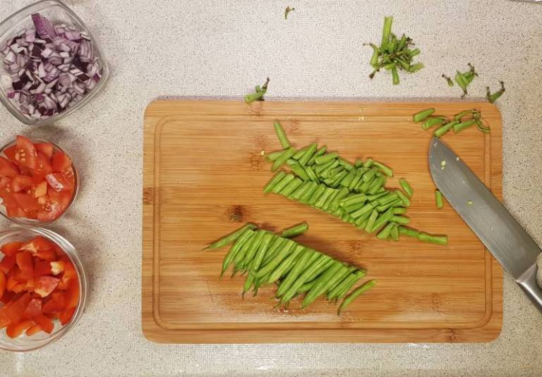 Curry madras PLUS verspakket bonen snijden