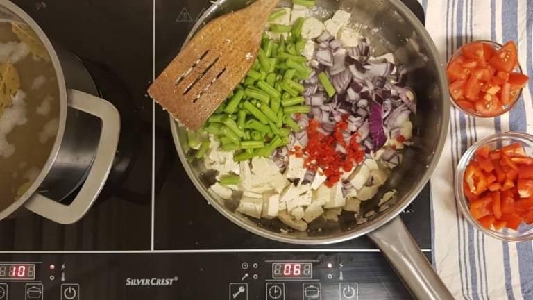 Curry madras PLUS verspakket bonen en ui