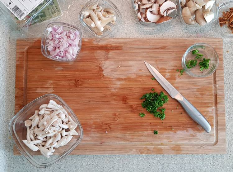 Jumbo soeppakket paddenstoelensoep peterselie hakken